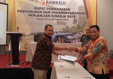 Bawaslu Riau Tandatangani Perjanjian Kinerja dengan Ketua dan Sekjen Bawaslu RI